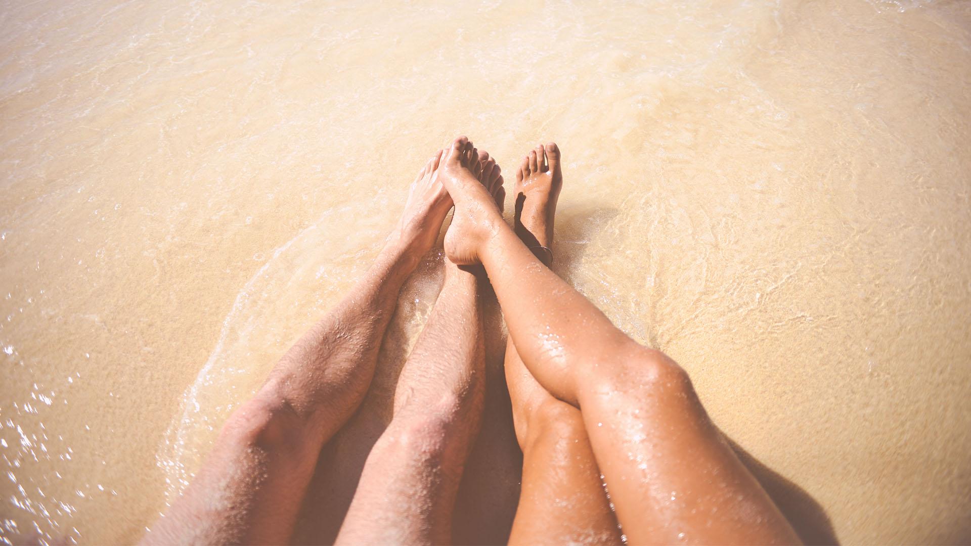 crane_0004_sea-beach-vacation-couple